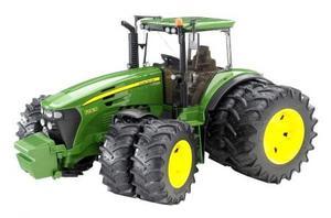 はたらく車 農業 トラクター BRUDER JD7930 Wタイヤトラクター 03052